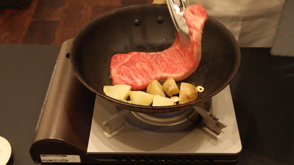 お肉を入れる