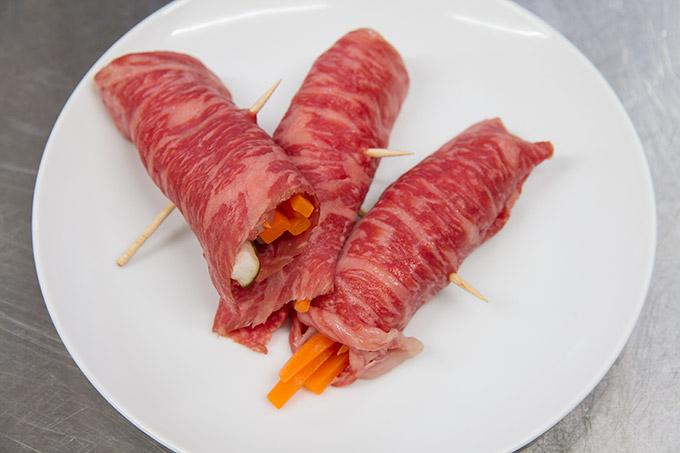 野菜を肉で巻く